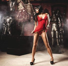 afbeelding Rode jurk in stippeldesign met G-string